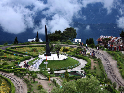 Darjeeling-Tourist-Place-Travel-In-India