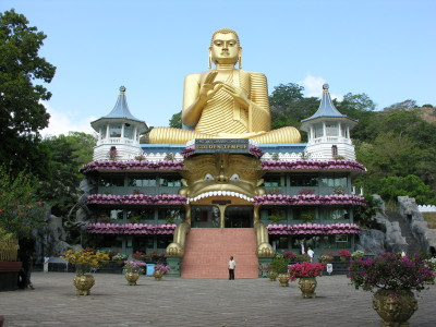 Golden-Temple-Dambulla-Most-Popular-Tourist-Attractions-in-Sri-Lanka