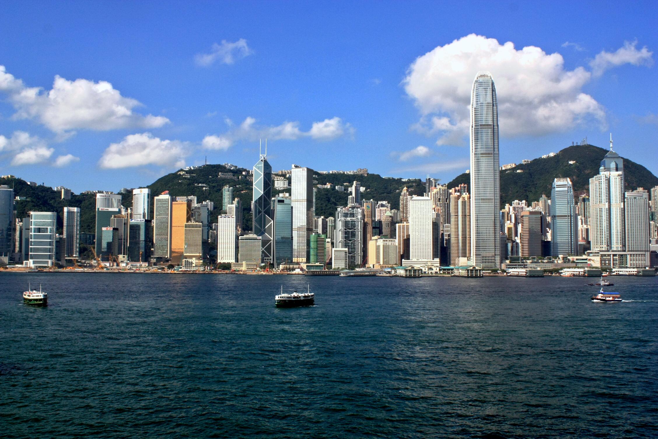 http://www.prasannaholidays.com/wp-content/uploads/2014/05/Hong_Kong_Island_Skyline_2009.jpg