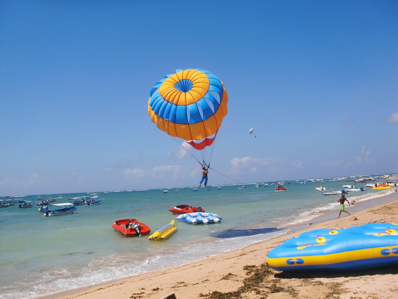 http://www.prasannaholidays.com/wp-content/uploads/2014/05/Parasailing-at-Tanjung-Benoa-Bali-10.jpg