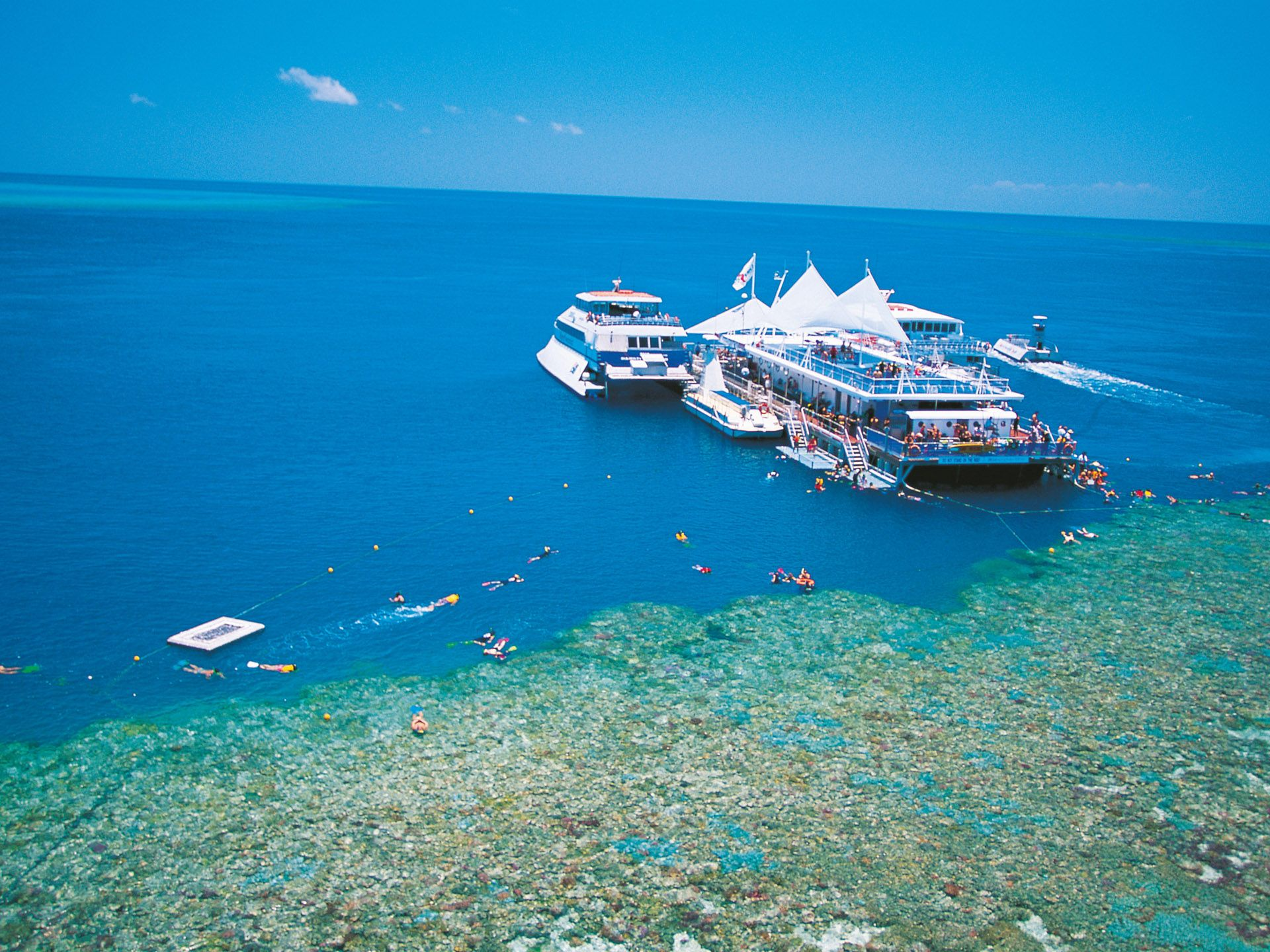 http://www.prasannaholidays.com/wp-content/uploads/2014/05/Resort-Great-Barrier-Reef-Australia.jpg