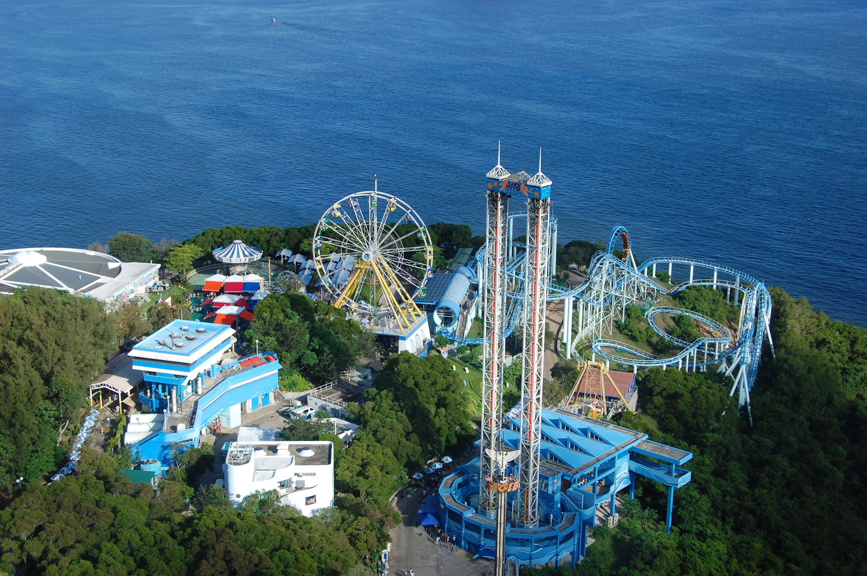 http://www.prasannaholidays.com/wp-content/uploads/2014/05/Rides_in_HK_Ocean_Park.jpg