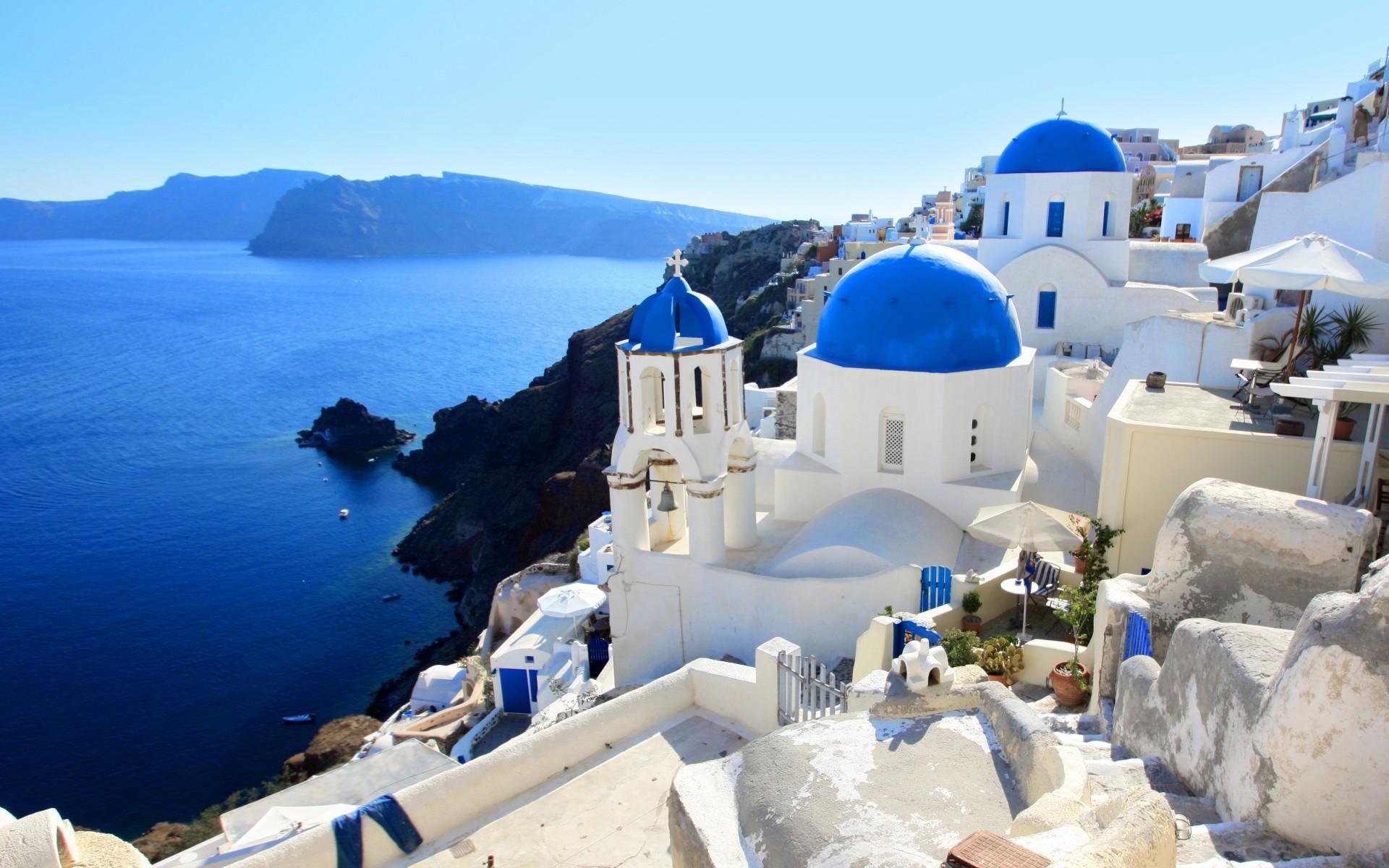 http://www.prasannaholidays.com/wp-content/uploads/2014/05/Santorini-Greece.jpg