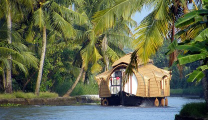 http://www.prasannaholidays.com/wp-content/uploads/2014/05/houseboat-day-cruise.jpg