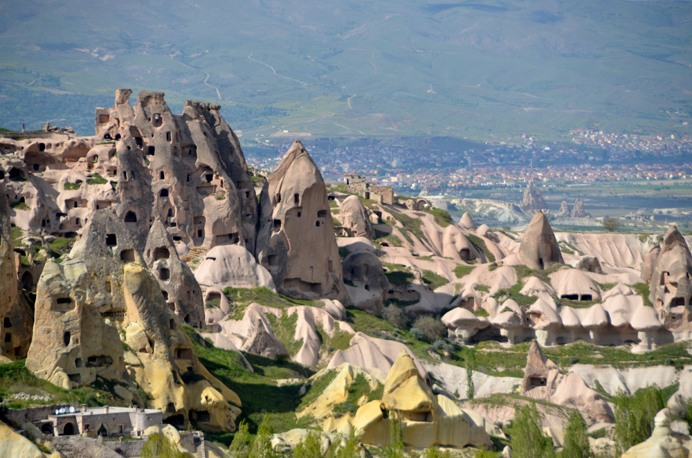 http://www.prasannaholidays.com/wp-content/uploads/2014/05/pigeon_valley_fairy_chimneys_ps.jpg