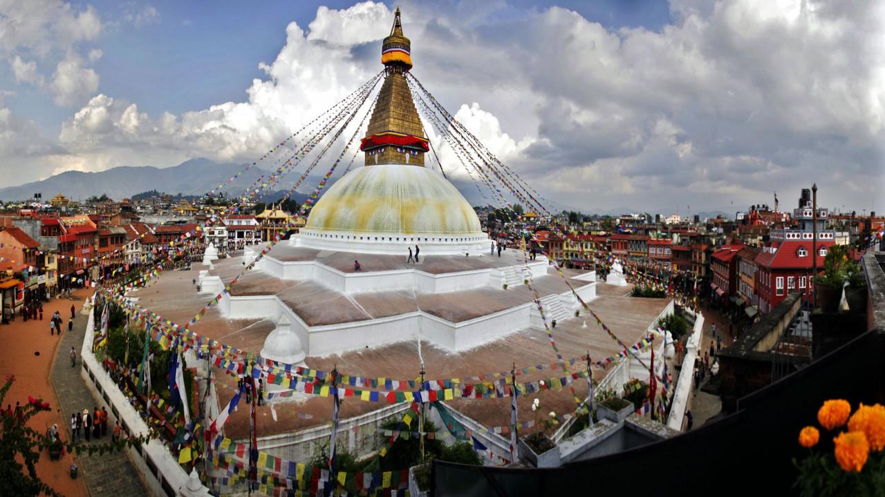 http://www.prasannaholidays.com/wp-content/uploads/2014/06/Boudhanath-Stupa-Panoramic-Kathmandu-Nepal-720x1280.jpg
