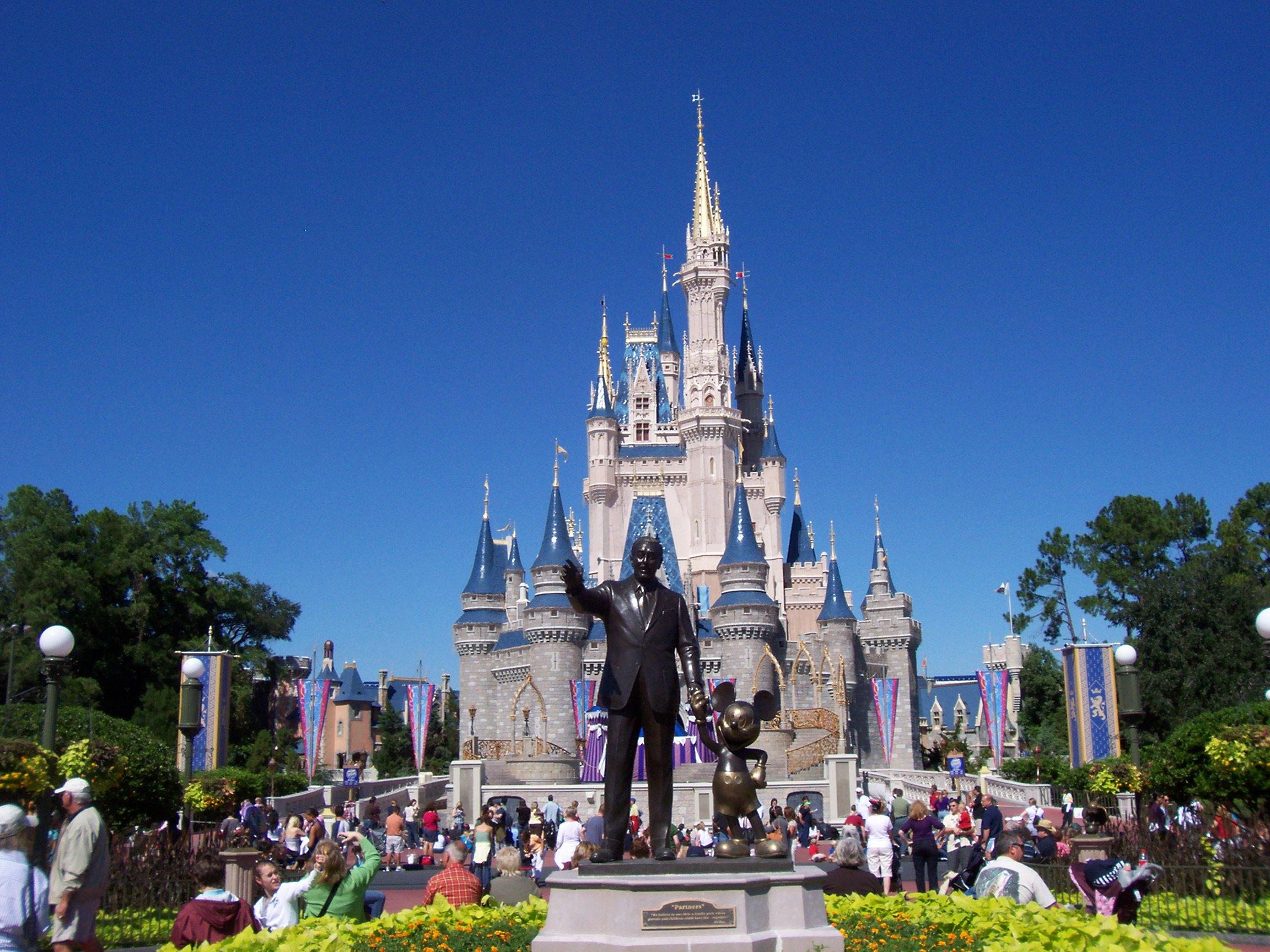 http://www.prasannaholidays.com/wp-content/uploads/2014/06/Magic-Kingdom-8.jpg