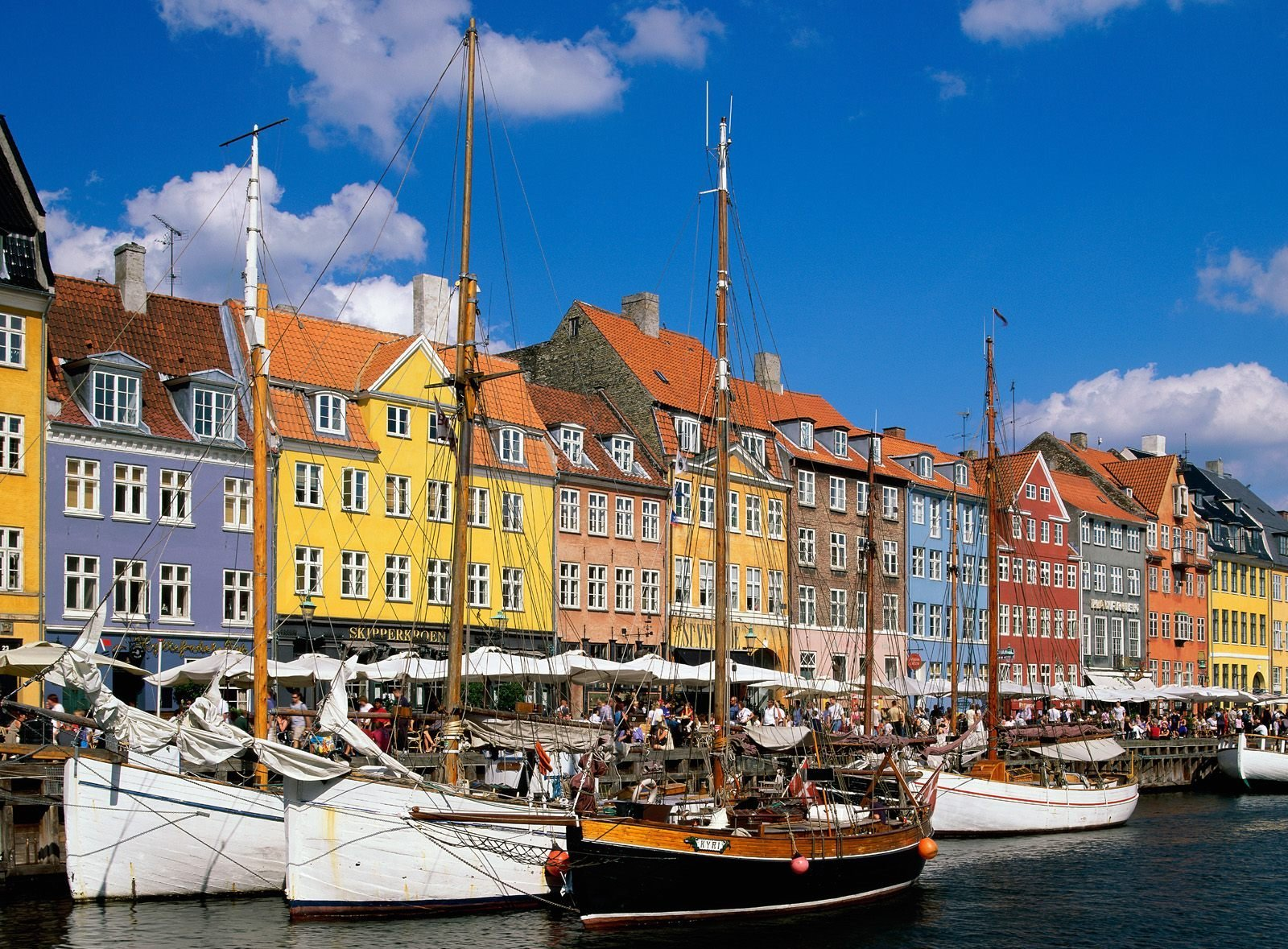 http://www.prasannaholidays.com/wp-content/uploads/2014/06/Nyhavn-Canal-20.jpg