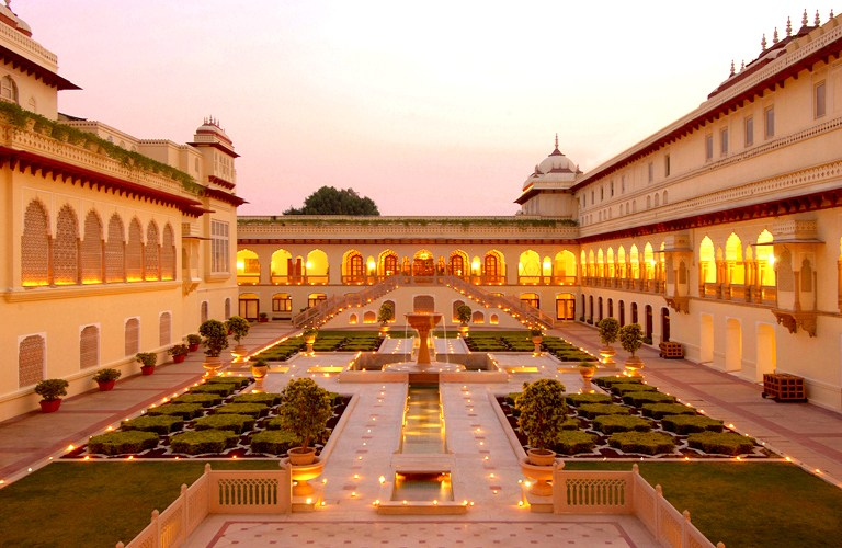 http://www.prasannaholidays.com/wp-content/uploads/2014/08/amer-fort-outside1.jpg