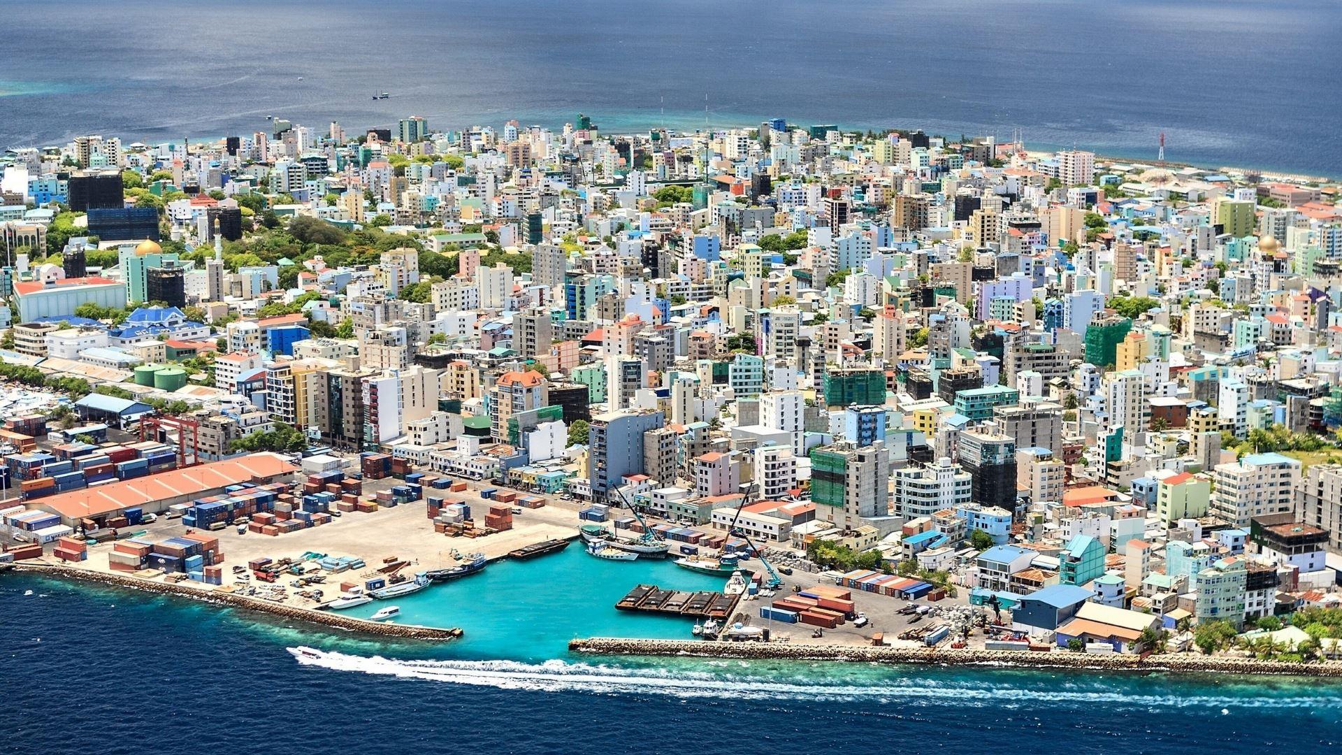 http://www.prasannaholidays.com/wp-content/uploads/2014/11/Male_Island_Maldives-1920x1080.jpg