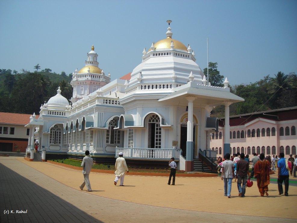 http://www.prasannaholidays.com/wp-content/uploads/2015/03/Mangeshi-Temple-Goa.jpg