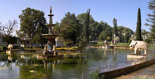 http://www.prasannaholidays.com/wp-content/uploads/2015/07/Sahelion-Ki-Bari.jpg