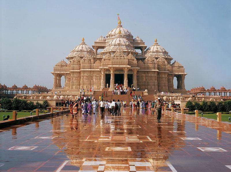 http://www.prasannaholidays.com/wp-content/uploads/2015/10/Akshardham-Temple-in-Gujarat.jpg
