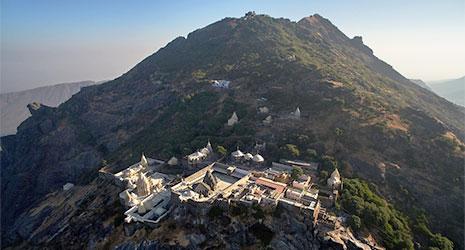 http://www.prasannaholidays.com/wp-content/uploads/2015/10/Junagarh-Temple.jpg