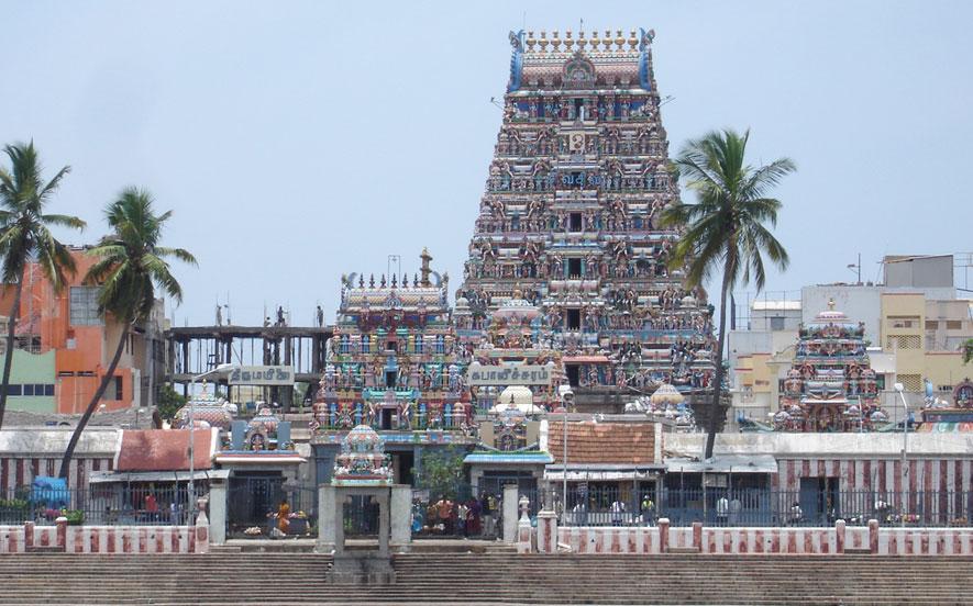 http://www.prasannaholidays.com/wp-content/uploads/2015/10/Kapaleshwar-Temple_chennai_big.jpg
