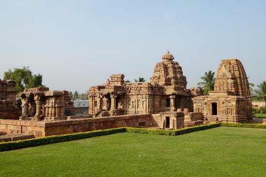 http://www.prasannaholidays.com/wp-content/uploads/2015/10/temple-de-pattadakal.jpg